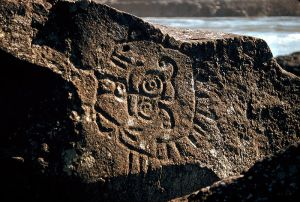 800px-Petroglyphs_in_the_Columbia_River_Gorge